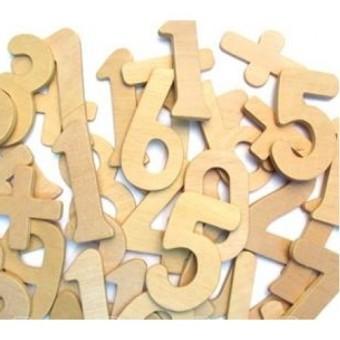 Numeri e simboli in legno