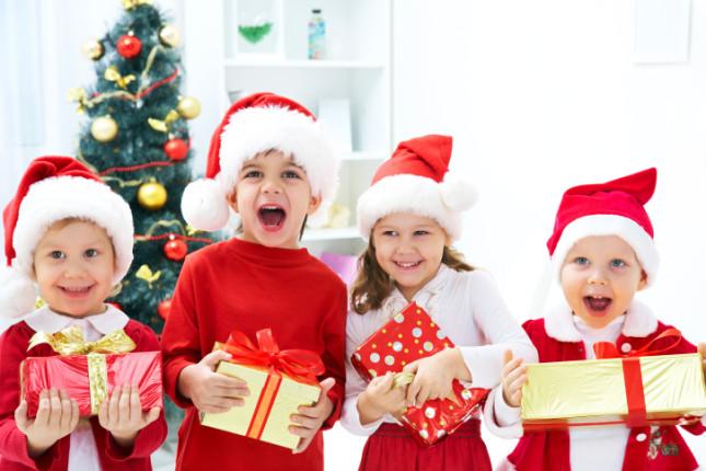 Cinque giochi da regalare a Natale adatti ai bambini 0/3 anni