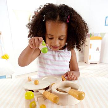 Attività consigliate per lo sviluppo della motricità fine nei bambini dai 4 anni in su.